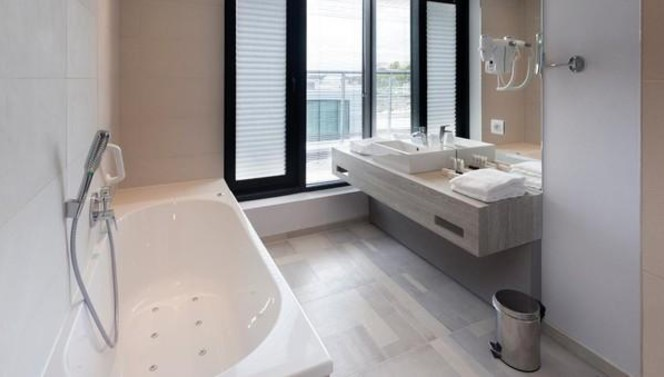 Bathroom - Junior Suite - Van der Valk Hotel Mons Congres